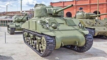 Se produjeron cerca de 50.000 M4 Sherman y en versiones mejoradas y repotenciadas siguieron prestando servicio durante la Guerra Fría (Shutterstock)