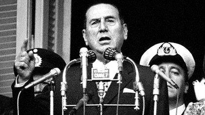 """Juan Domingo Perón en el balcón de la Casa Rosada, el 1 de Mayo de 1974:""""No me equivoqué ni en la apreciación de los días que venían ni en la calidad de la organización sindical, que se mantuvo a través de veinte años, ¡pese a estos estúpidos que gritan!"""""""