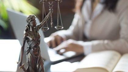 Una de las profesiones que eligenes la abogacía(Getty Images)