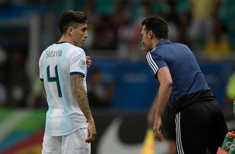 Lionel Scaloni volverá a apostar por Renzo Saravia en el lateral derecho(Foto de Juan MABROMATA / AFP)