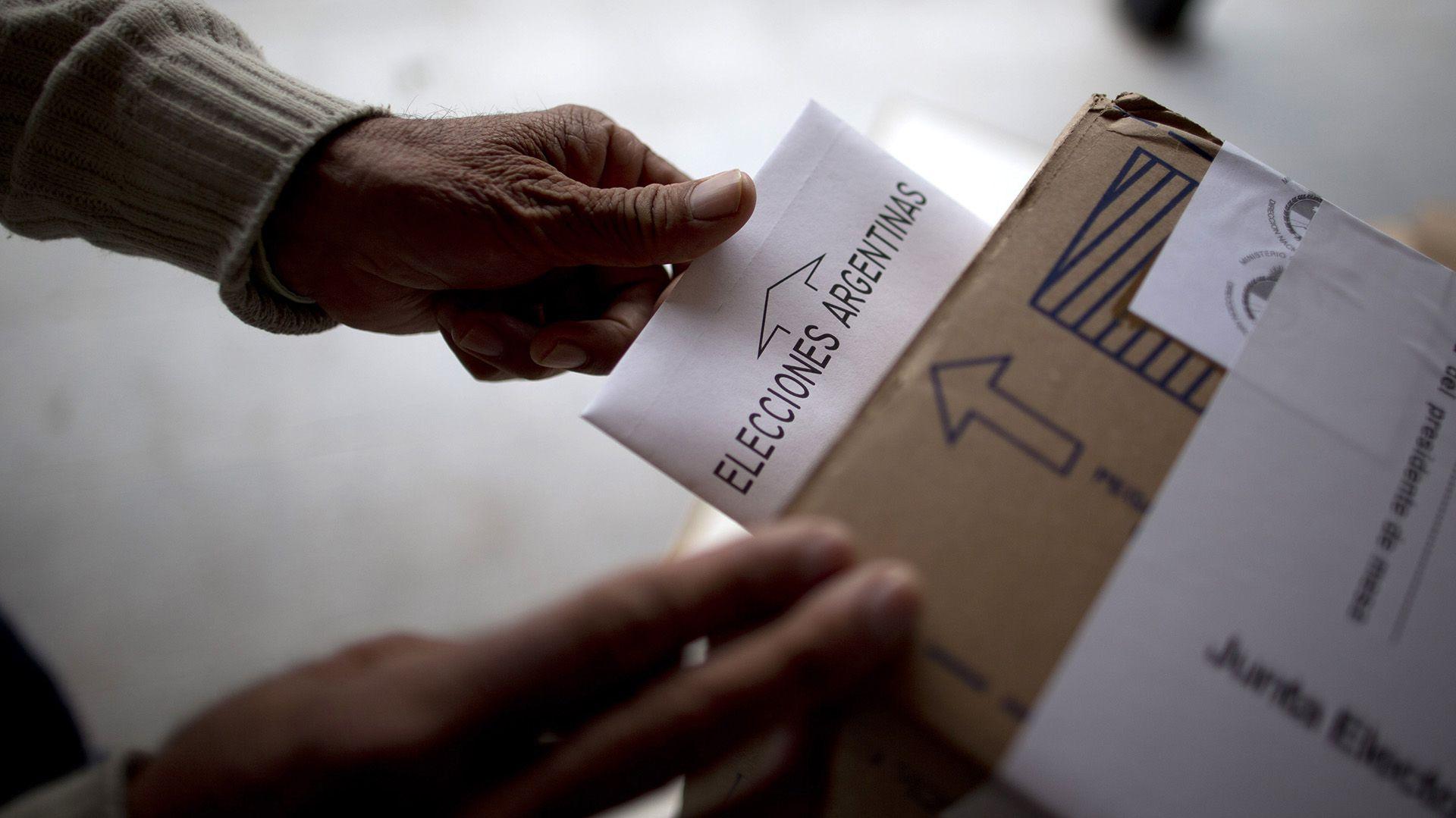 La mesas electorales se abrirán a las 8 de la mañana (AP)