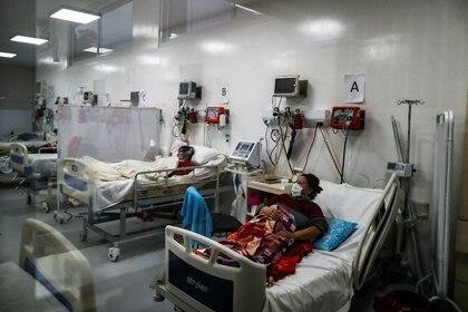 La gran preocupación de los expertos y el Gobierno es que el sistema de salud no se sature con pacientes con COVID-19 grave - REUTERS/Agustin Marcarian