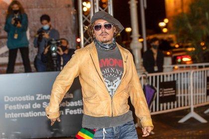 El look rockero de Johnny Depp: el actor lució una remera de Ramones, unos jeans, una campera de cuero camel durante el 68° Festival Internacional de Cine de San Sebastián (Foto: LAN / Lagencia Grosby San Sebastián)