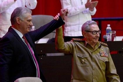 Miguel Diaz-Canel y Raúl Castro (Reuters)