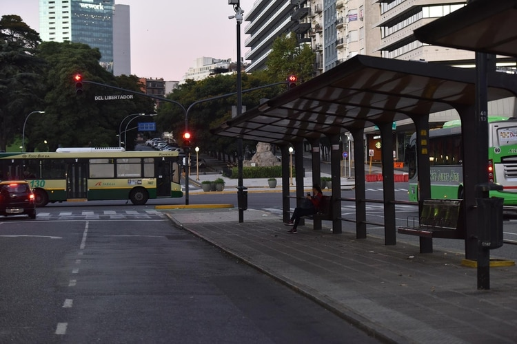 El transporte público funcionó con un esquema reducido, similar al de los feriados
