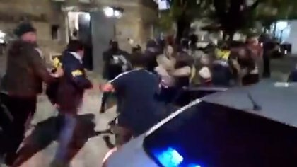 Disturbios en operativo de la Policia Federal por abuso infantil captura