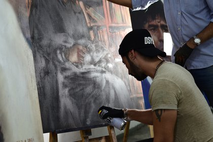 Es necesario acercarse a las pinturas para darse cuenta que no son fotografías (Matías Arbotto)