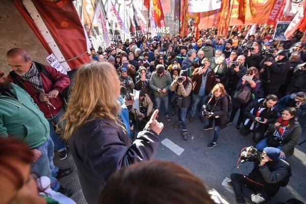 El dirigente sindical durante el acto en el centro porteño