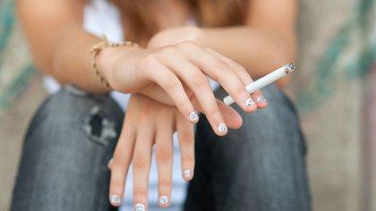 Los investigadores estudiarán ahora la relación del tabaquismo, sobre todo temprano, y la muerte prematura por enfermedad respiratoria y cáncer. (Shutterstock)