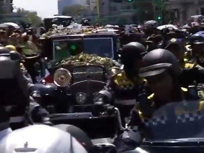La carroza con flores rumbo a la Basílica (captura de pantalla)