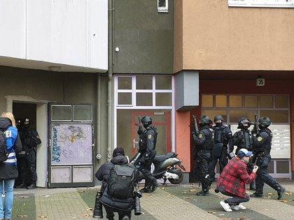 Policías en Berlin durante la redada del martes
