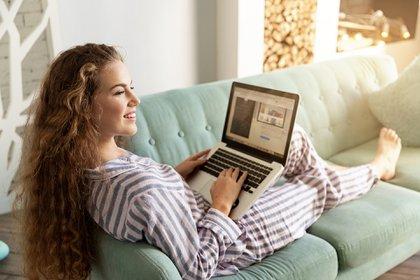 Pijama vs entrecasa, cómo hay que vestirse para hacer un correcto home office (Shutterstock)