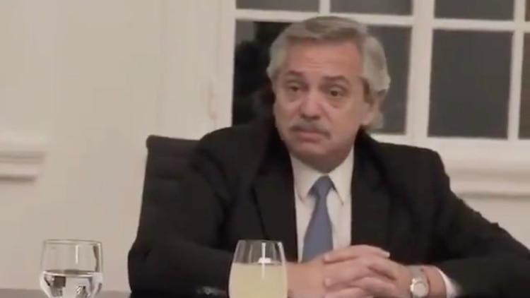 Alberto Fernández durante la reunión que mantuvo con sus ministros y secretarios en la quinta de Olivos para analizar la extensión de la cuarentena obligatoria
