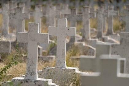 El Cementerio de Colina Doble, planeado por Luiggi, recibió a su primer difunto el 19 de agosto de 1900. Se trataba del carbonero de escuadra Augusto Sala fallecido a bordo del acorazado