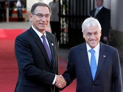 Los presidentes de Perú, Martín Vizcarra, y de Chile, Sebastián Piñera, ya habían anunciado medidas similares (REUTERS/Rodrigo Garrido/Archivo)