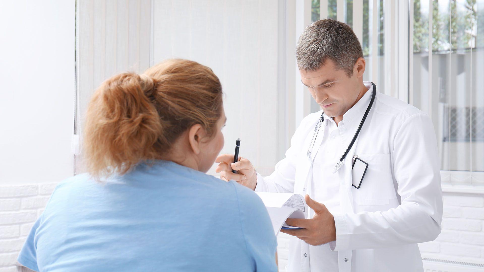 Las mujeres obesas sufren con frecuencia disfunción menstrual que conduce a la ausencia de ovulación y la consiguiente infertilidad (Shutterstock)