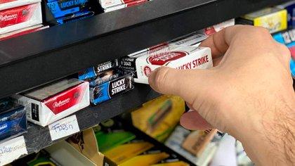 """BAT Argentina recordó que la normativa legal vigente """"prohíbe que los precios oficiales de venta al público de los cigarrillos, publicados por las empresas tabacaleras, sean alterados en las etapas de comercialización subsiguientes""""."""