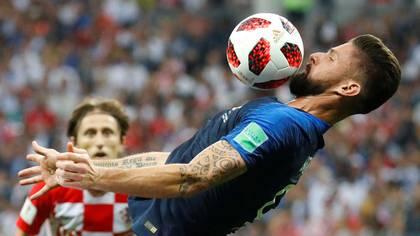 Olivier Giroud fue el único delantero despreocupado por el gol, su función era ayudar al equipo a ser campeón del mundo (REUTERS)