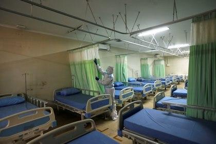 El aislamiento también permitiría dar un poco de aire al sistema sanitario - REUTERS/Willy Kurniawan