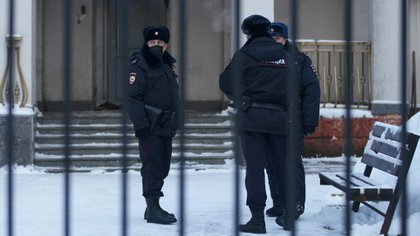 Police officers stand outside a police station where detained Russian opposition leader Alexei Navalny is being held, in Khimki outside Moscow, Russia January 18, 2021. REUTERS/Tatyana Makeyeva