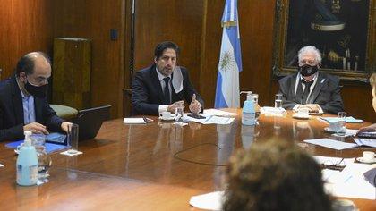 El ministro de Educación, Nicolás Trotta, y su par de Salud, Ginés González García, presidieron la sesión