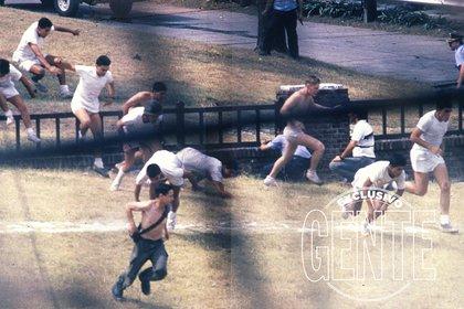 Como era lunes y pleno verano, en el cuartel sólo había 120 efectivos, en gran parte conscriptos. Un grupo de ellos logró huir en la tarde del 23.