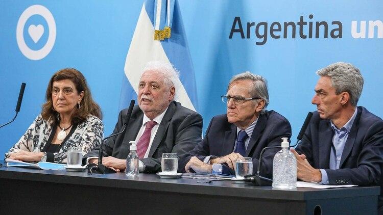 Los ministros Ginés González García (Salud) y Mario Meoni (Transporte)