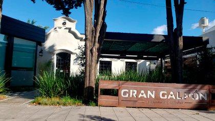 La coctelería Gran Galpón en cuarentena, sin siquiera gente que pase por la vereda