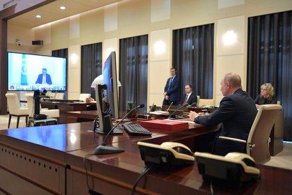 El presidente ruso, Vladimir Putin, participaba por videoconferencia en la cumbre extraordinaria virtual de líderes del G20. (EFE/EPA/ALEXEI DRUZHININ / KREMLIN/SPUTNIK)