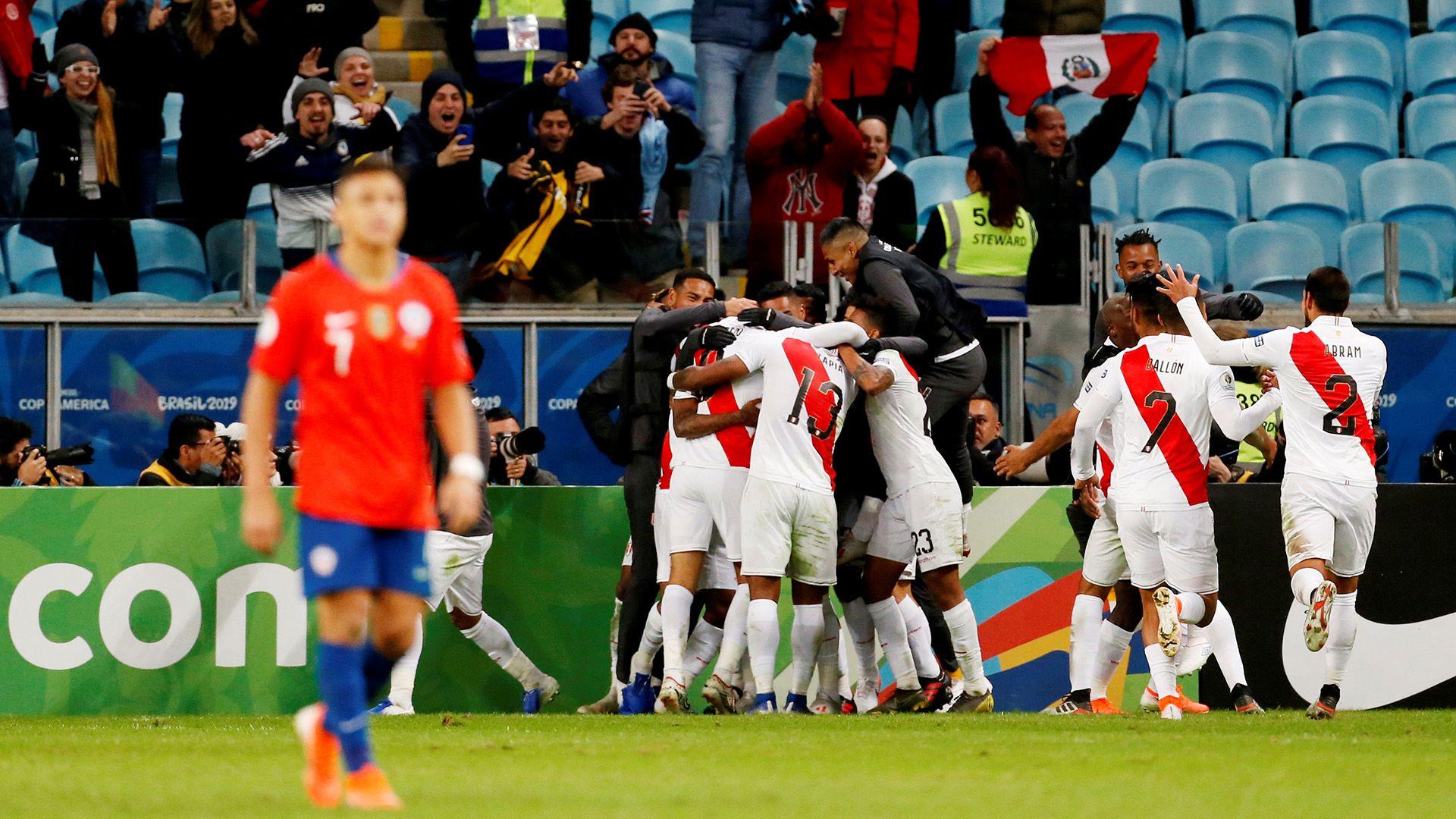 Perú venció 3 a 0 a Chile en el último duelo entre ambos seleccionados (Reuters)