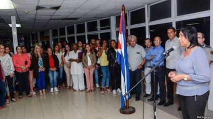 El primer grupo de médicos cubanos procedentes de Brasil, arribóel jueves pasado a La Habana (Martí Noticias)