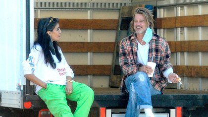 Brad Pitt repartió alimentos a familias en Los Ángeles (The Grosby Group)