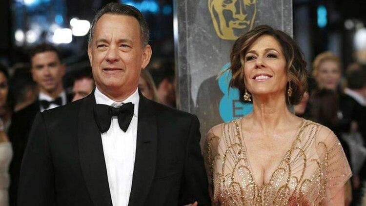 El actor Tom Hanks y su esposa, la también actriz Rita Wilson, anunciaron el miércoles que dieron positivo por coronavirus. Se encuentran aislados en un hospital de Australia