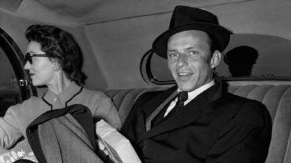 El gobierno de México prohibe la entrada de Sinatra en el momento cumbre de su carrera.
