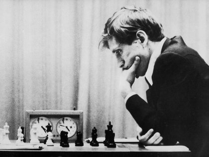 El difunto genio del ajedrez estadounidense, Bobby Fischer, durante su concurso con Boris Spassky en Islandia, agosto de 1972. (CAMERA PRESS / Chester Fox)