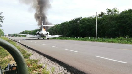 La Sedena encontró 390 kilos de cocaína y una camioneta en la aeronave que cayó en Quintana Roo (Foto: Cortesía)