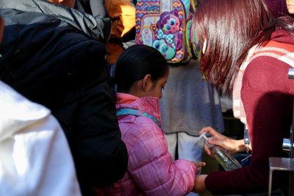 Se dio a conocer que Televisa, TV Azteca, Grupo Imagen y Multimedios son las televisoras con las que se realizó el acuerdo para el nuevo ciclo escolar. (Foto: Galo Cañas/Cuartoscuro)