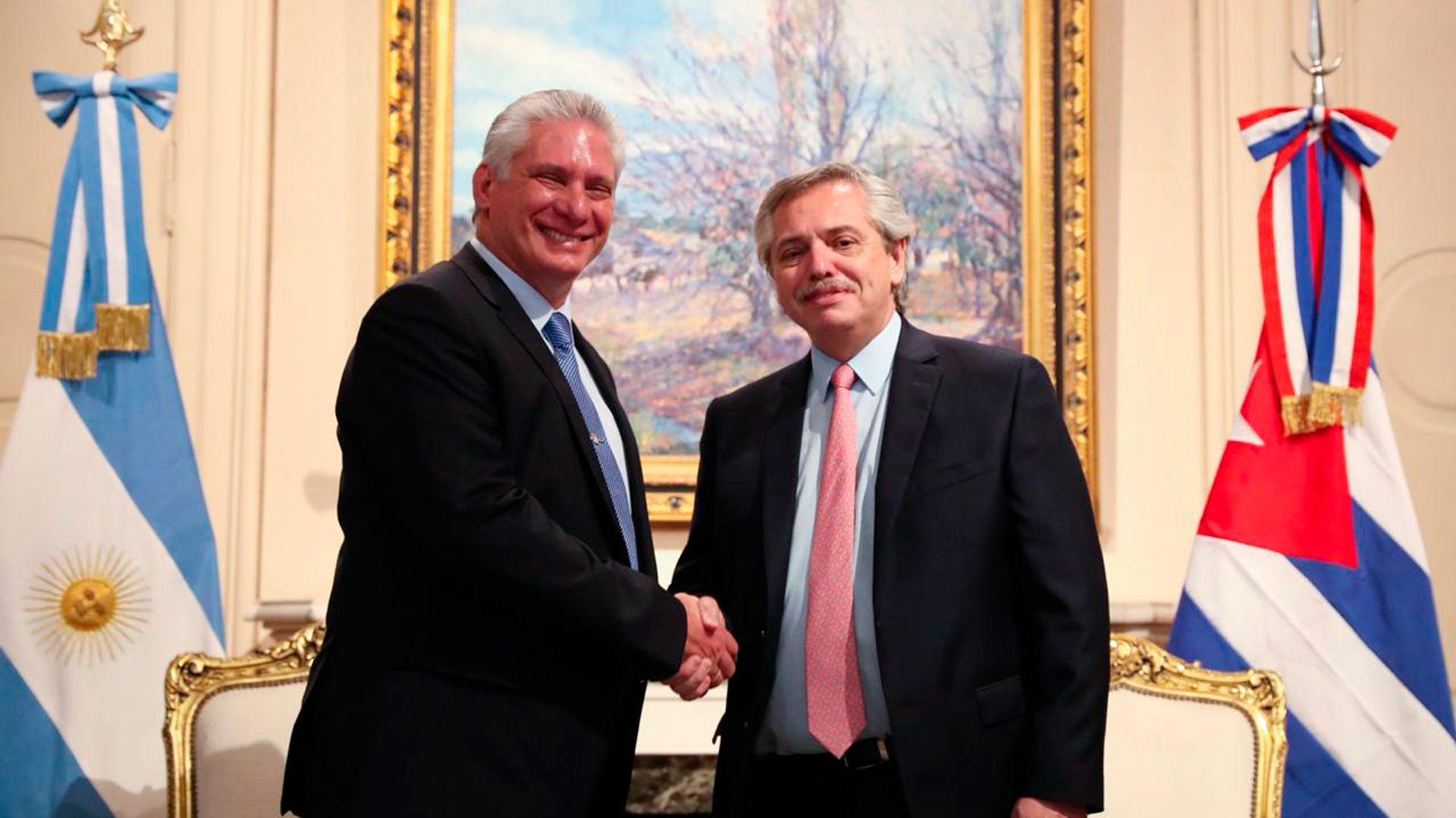 El presidente Alberto Fernández junto al mandatario cubano Miguel Díaz-Canel