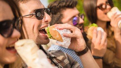 Mayor obesidad y niveles más altos de ansiedad y estrés, entre las generaciones más jóvenes en los Estados Unidos (Shutterstock)