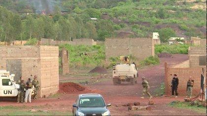 Un vehículo armado de la misión de la ONU en el campamento Kangaba (Reuters)