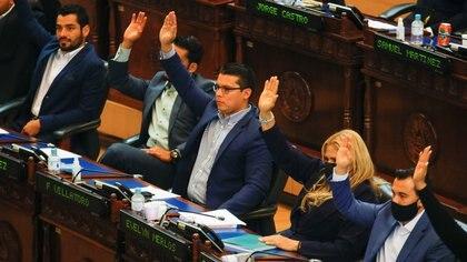 El Parlamento salvadoreño aprobó una ley que da inmunidad a varios altos cargos señalados por irregularidades