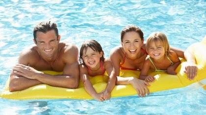 Las vacaciones requieren de los adultos cierta planificación y atención para los más chicos (Getty)
