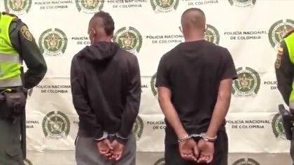 Dos hombres capturados, presuntos autores del asesinato de Felipe Tobón. Foto: Policía Cali.