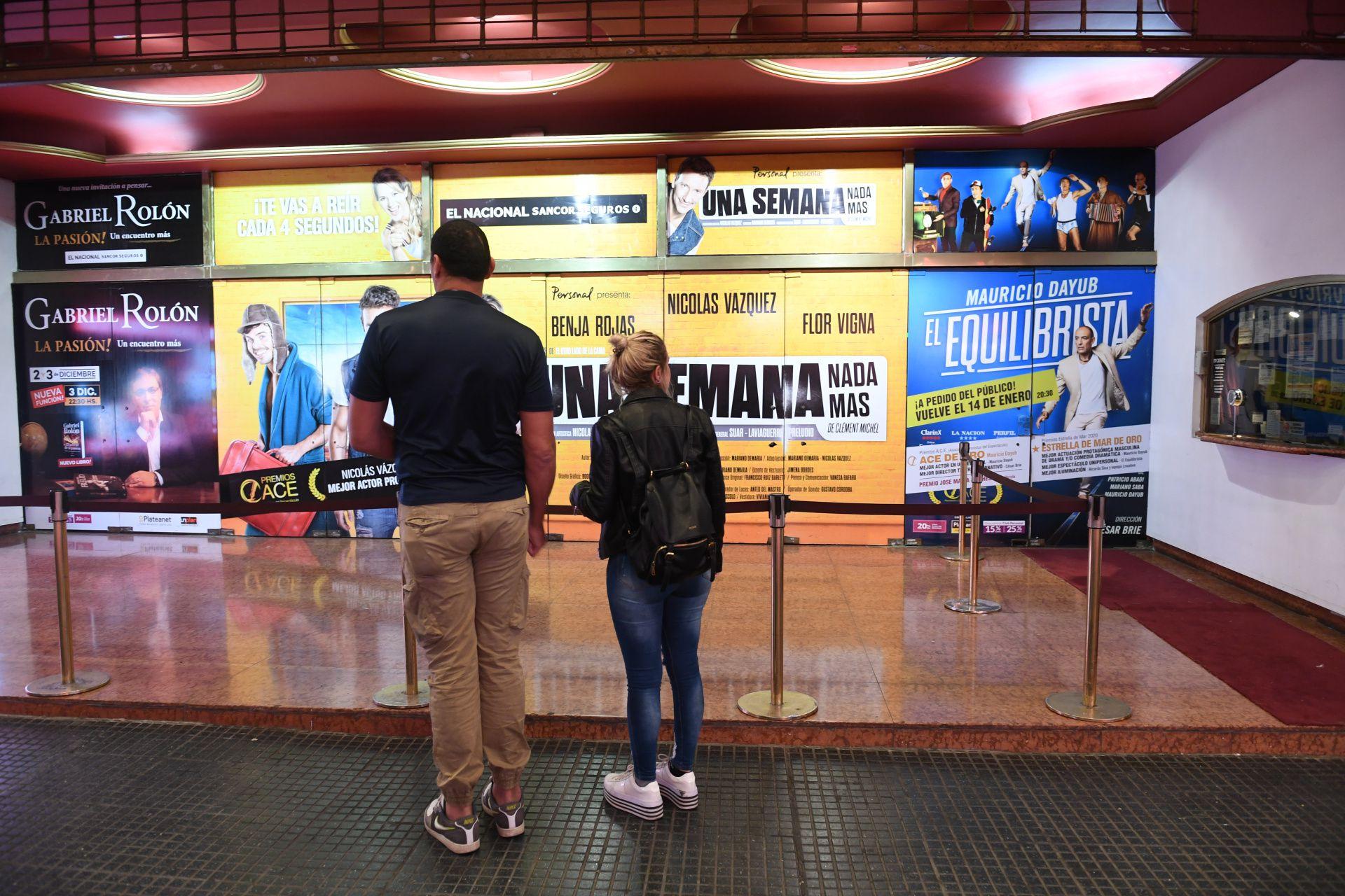 Sala de teatro en la calle Corrientes (Foto: Maximiliano Luna)