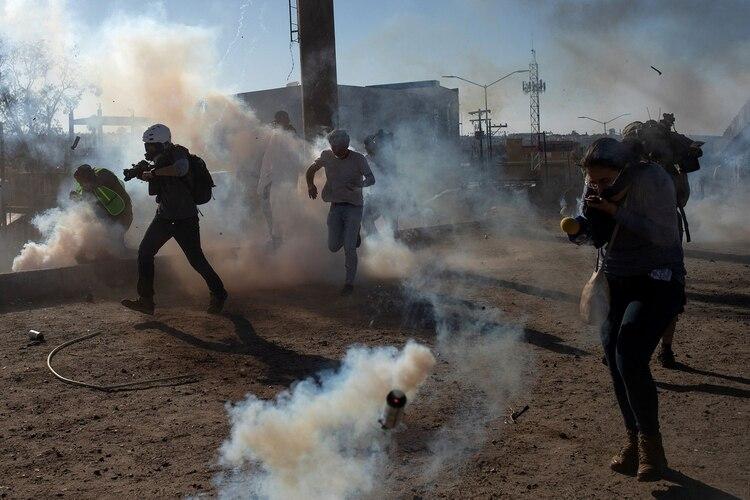 En Tijuana también existe violencia por el constante flujo de migrantes que buscan cruzar a EEUU(Foto: Reuters)