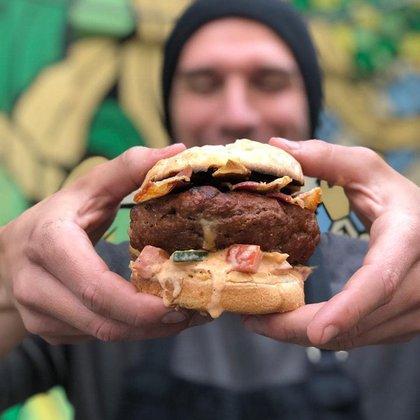 La súper hamburguesas que prepara en su parrilla (Instagram)