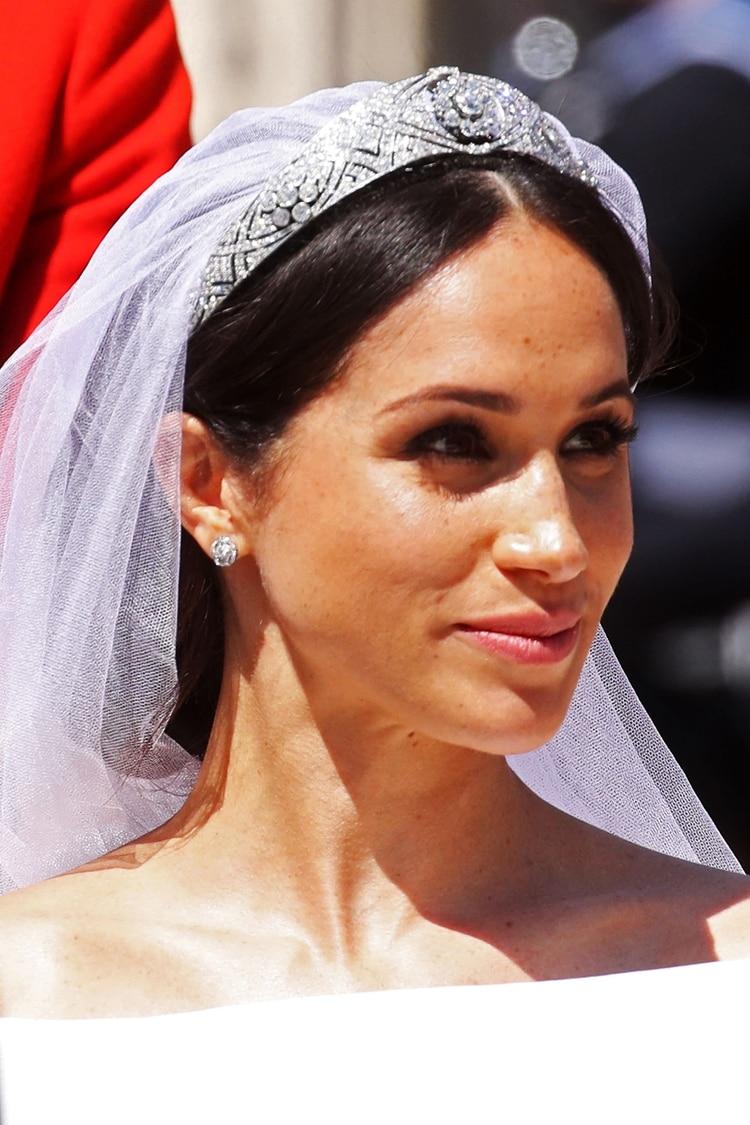 Para su casamiento con el príncipe Harry, Markle lució un vestido de novia creado por la diseñadora Clare Waight Keller de la casa de moda Givenchy, y una tiara que pertenece a la reina Isabel (AFP)