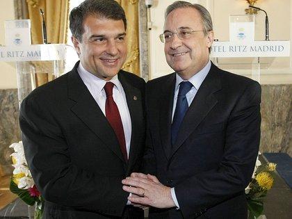 Joan Laporta y Florentino Pérez, presidentes del Barcelona y Real Madrid, todavía están embarcados en el proyecto de la Superliga europea (Foto: EFE)