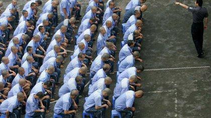 El gran reformador Deng Xiaoping ordenó cerrarlos en los ´80. Pero el temor a un levantamiento de los separatistas musulmanes hizo que fueran reabiertos