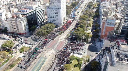 Las organizaciones sociales se manifestaron frente al Congres durante el debate por la Emergencia Alimentaria (Foto: Adrián Escandar)